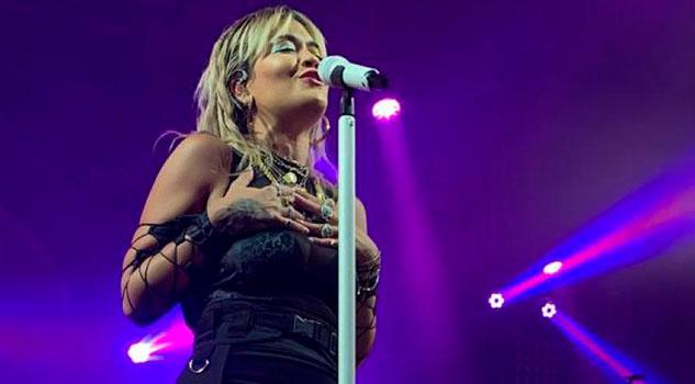 No soy perfecta... y está bien, grita Rita Ora en México