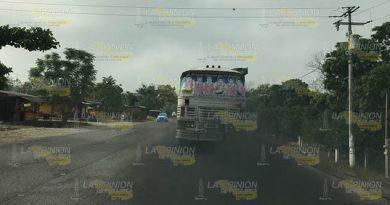 Piden a autoridades ambientales regular camiones de Tihuatlán en mal estado