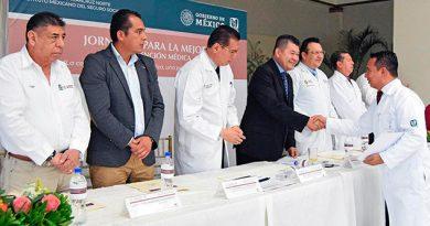 Reconocen a 75 médicos del IMSS zona norte de Veracruz por su labor