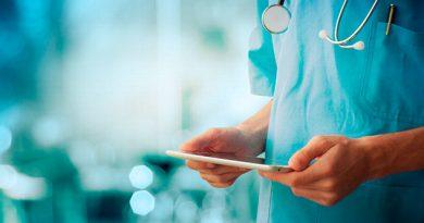 Reportan deuda histórica con médicos por bajos salarios y falta de bases