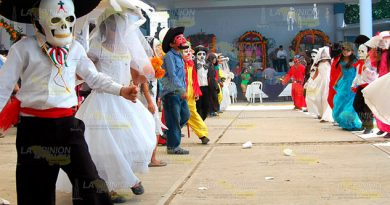 Se alistan catrinas y malinches para Todos Santos en Tuxpan
