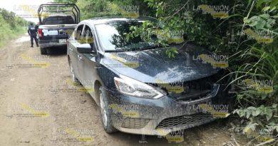 Policías recuperan auto robado