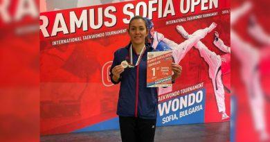 María Espinoza se baña de oro en Bulgaria