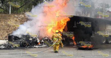 Arde tráiler En la México Tuxpan