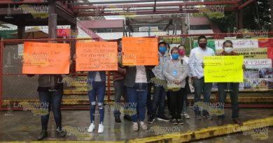 Protestan en la SEV; no hay claves para escuelas totonacas
