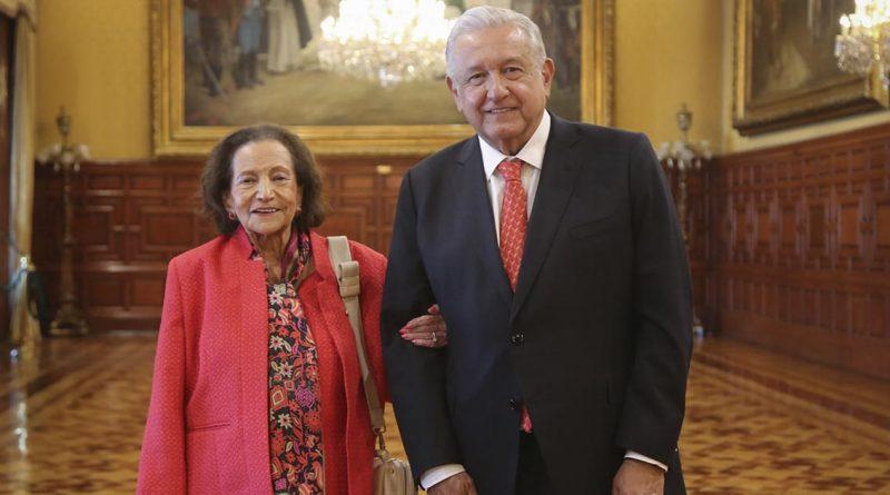 AMLO se reúne con Ifigenia Martínez