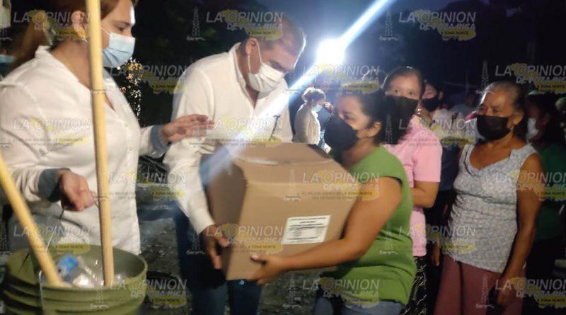 Entregan apoyos a damnificados en Venustiano Carranza1