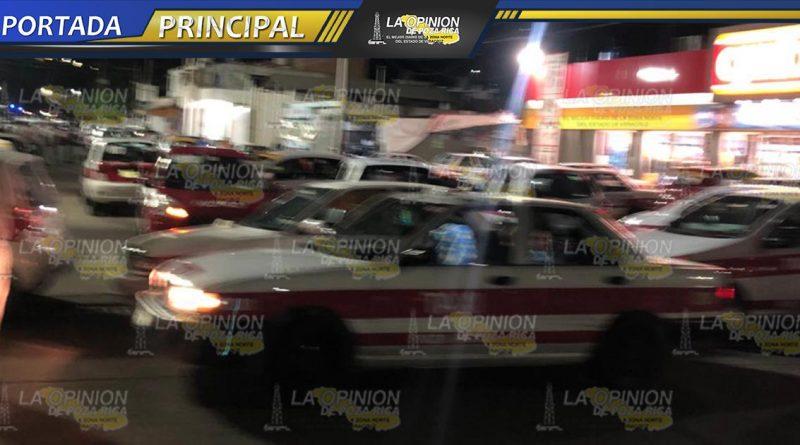 Exigen taxistas ¡alto! a policías