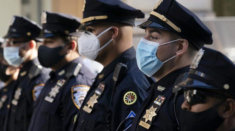 Policías y bomberos de NY, obligados a vacunarse contra COVID