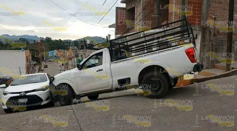 Percance vial en la Agustín Lara