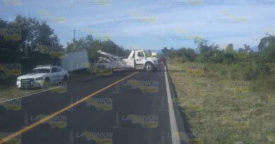 Vuelca camión en la México-Tuxpan