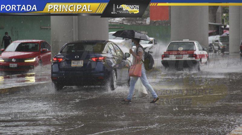 Drenajes colapsan por pertinaz lluvia
